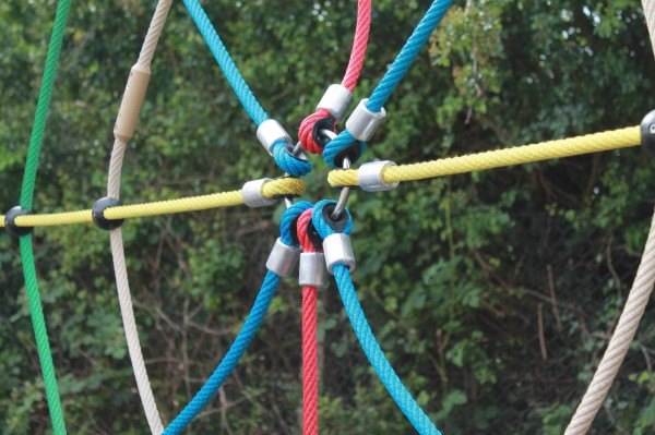 Spider web climbing wall rope link